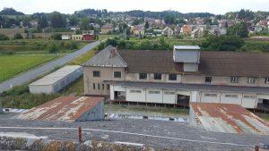 Prodej budovy vhodné pro průmyslovou výrobu a skladování + pozemek 1 ha